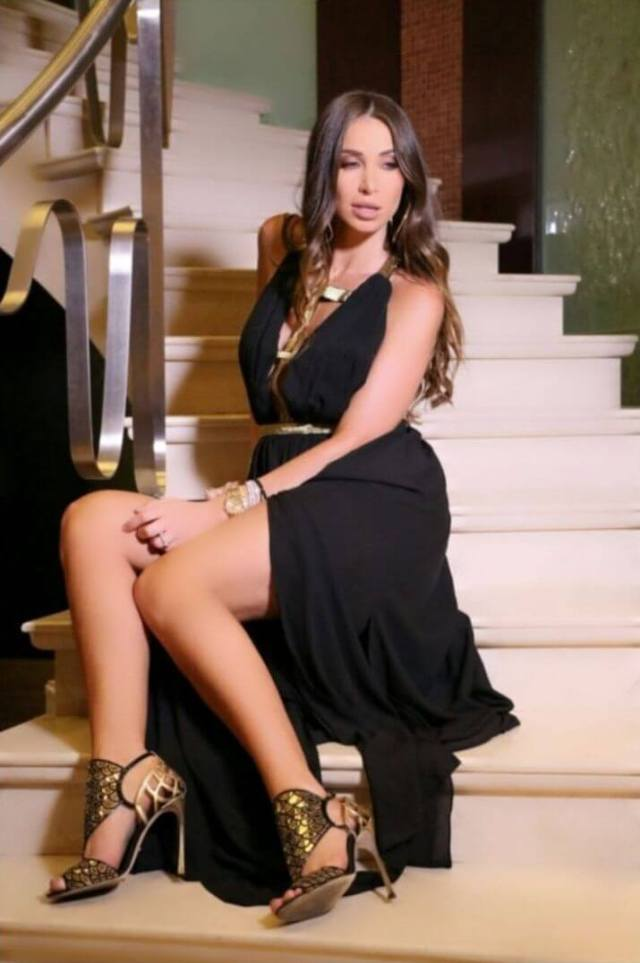anabella hilal sexy thighs
