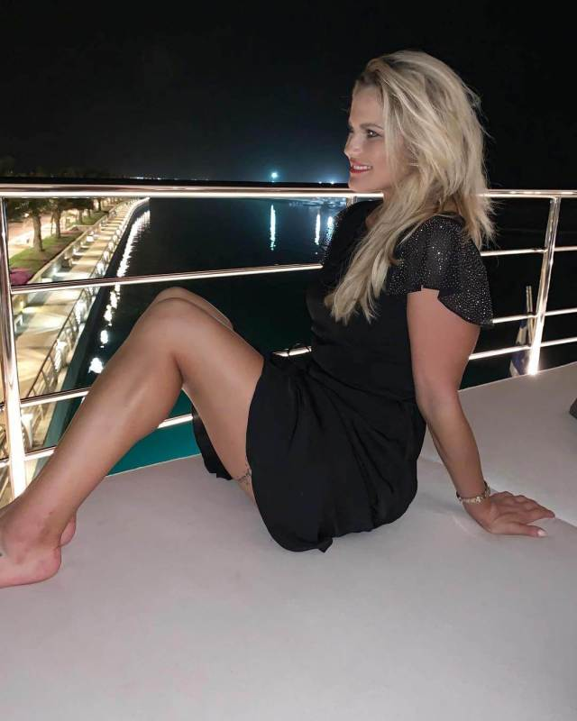 carly booth thighs pictures01