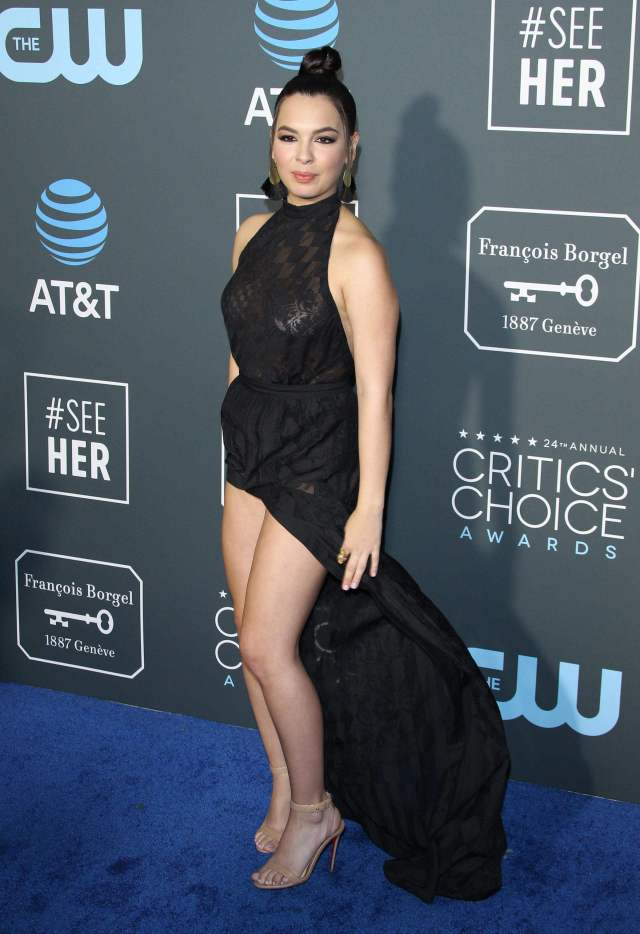 isabella gomez hot thighs pic