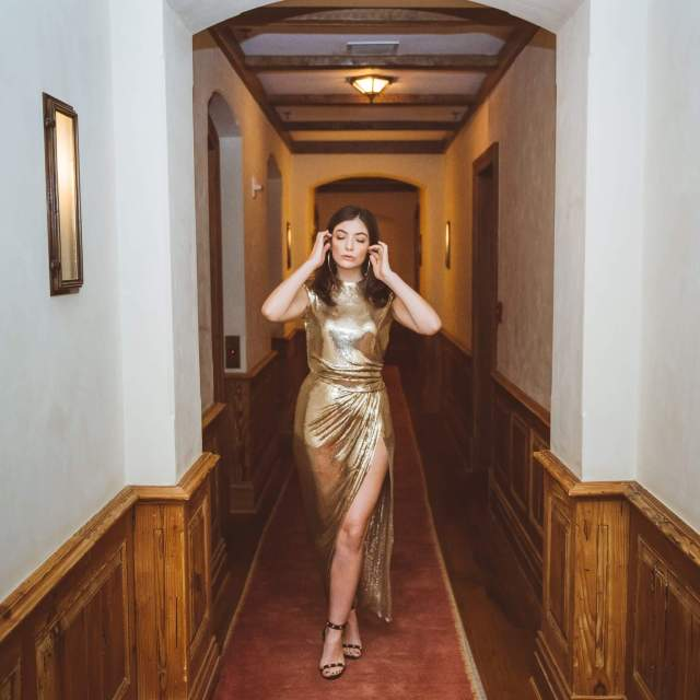 lorde awesome feet