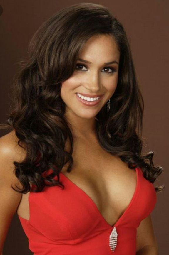 meghan markle hot cleavage pic