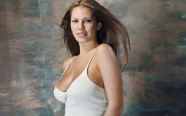 nikki cox hot pictures