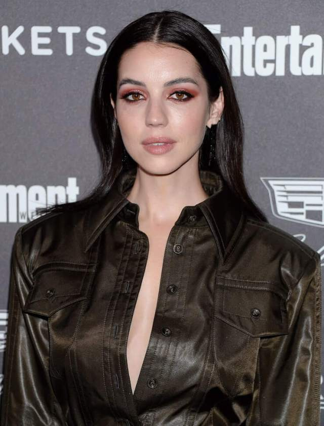 Adelaide Kane hot pictures (1)