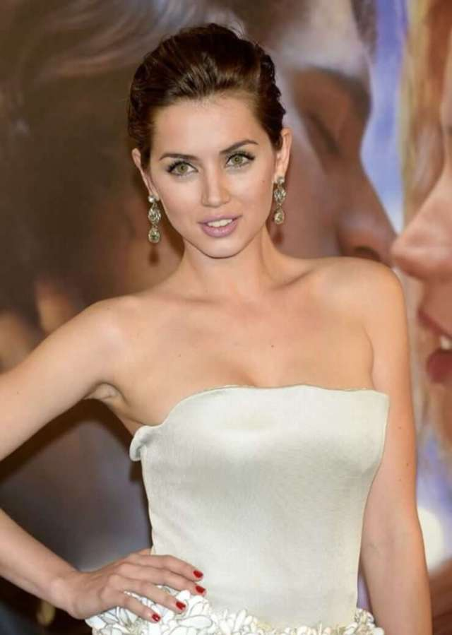 Ana De Armas sexy boobs