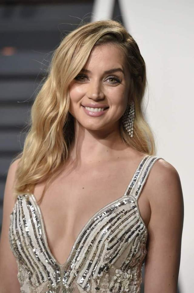 Ana De Armas sexy busty photo