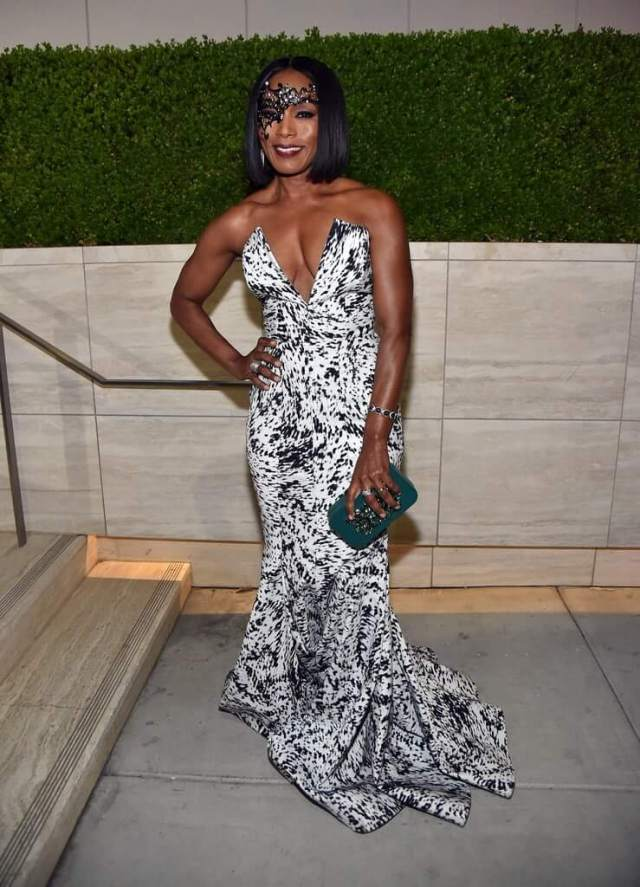 Angela Bassett sexy cleavage pictures