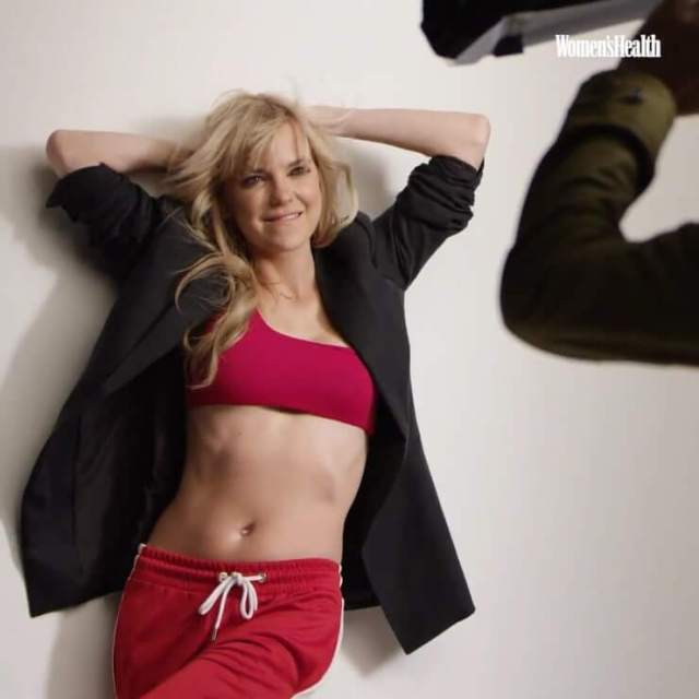 Anna Faris awesome cleavage pic