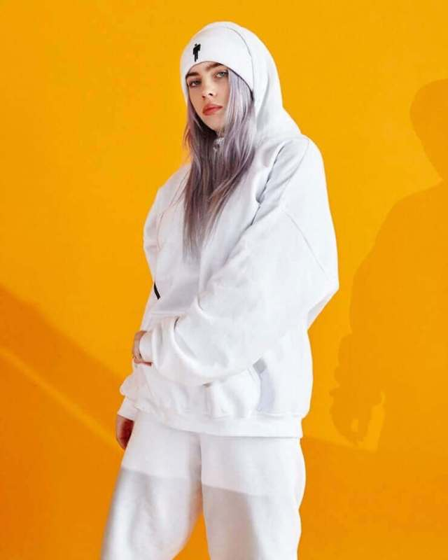 Billie Eilish hot thigh