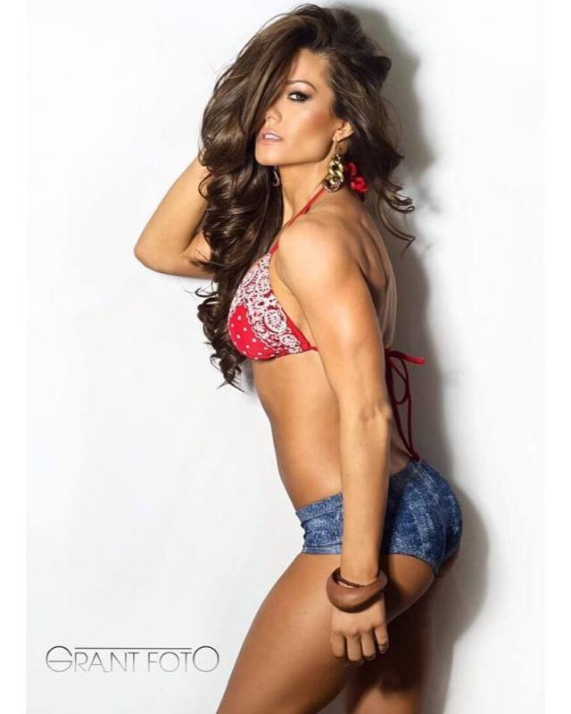 Brooke Tessmacher hot side look