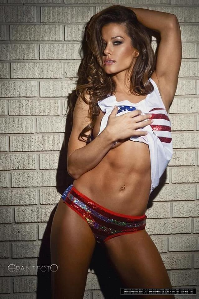 Brooke Tessmacher sexy look pics