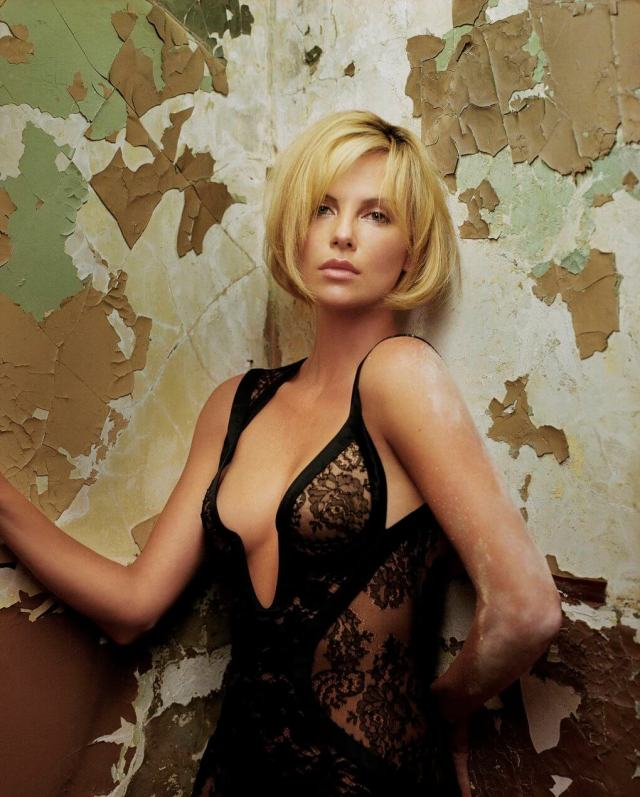 Charlize-Theron-sexy-2