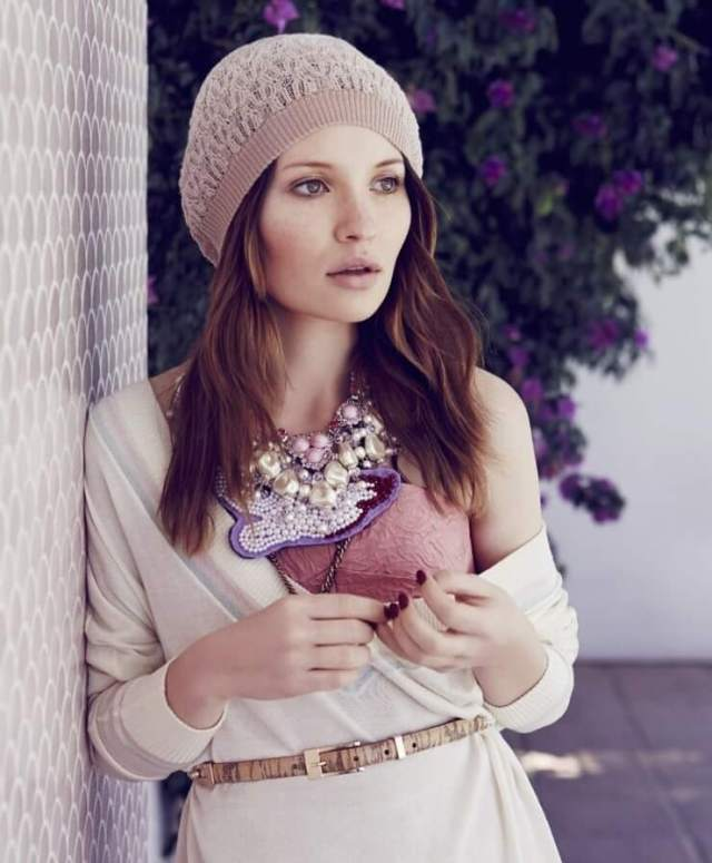 Emily Browning awesome photo (3)