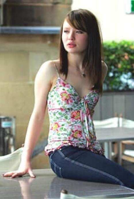 Emily Browning hot pic