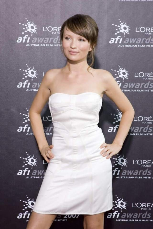 Emily Browning sexy buaty pictures