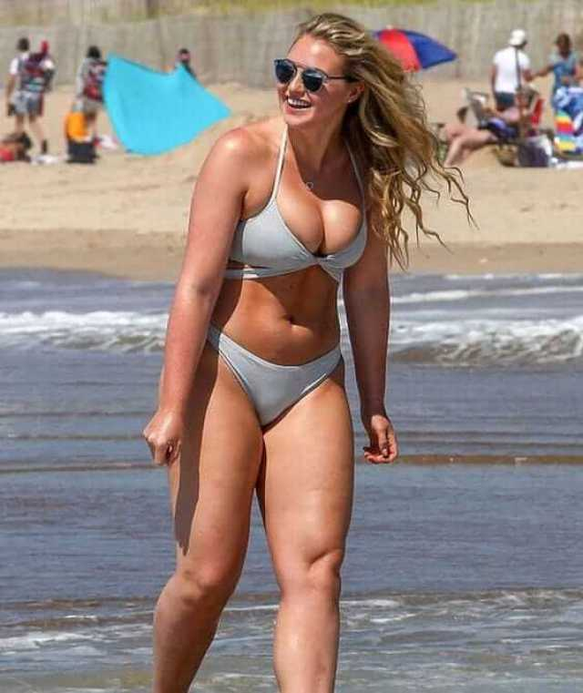 Iskra lawrence hot cleavage picture