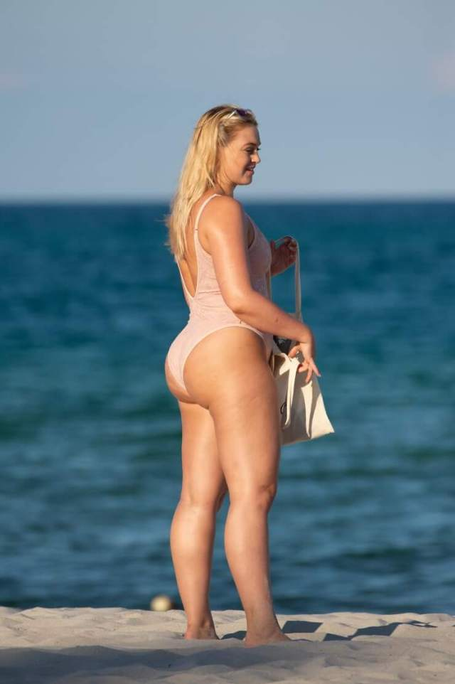Iskra lawrence hot picture (2)