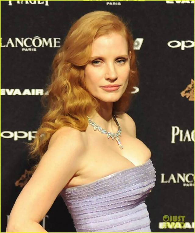 Jessica-Chastain-Sexy-Outfit