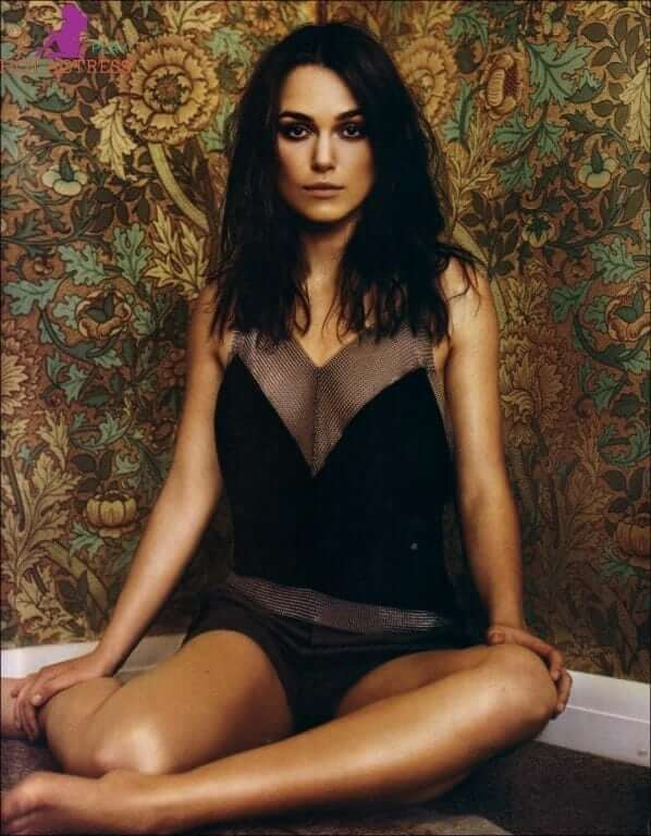 Keira Knightley hot cleavage pic