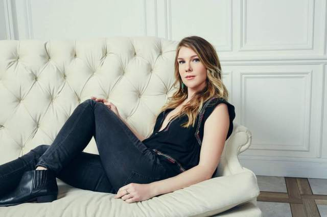 Lily Rabe sexy jeans look