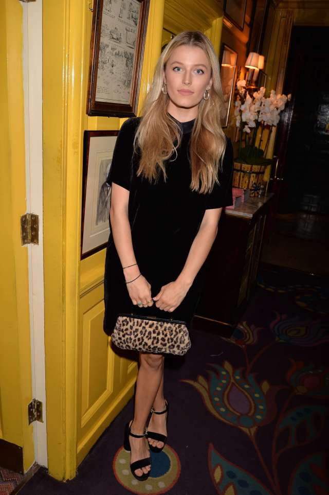 Lily Travers awesome photos (2)