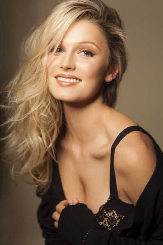 Lily Travers hot cleavages