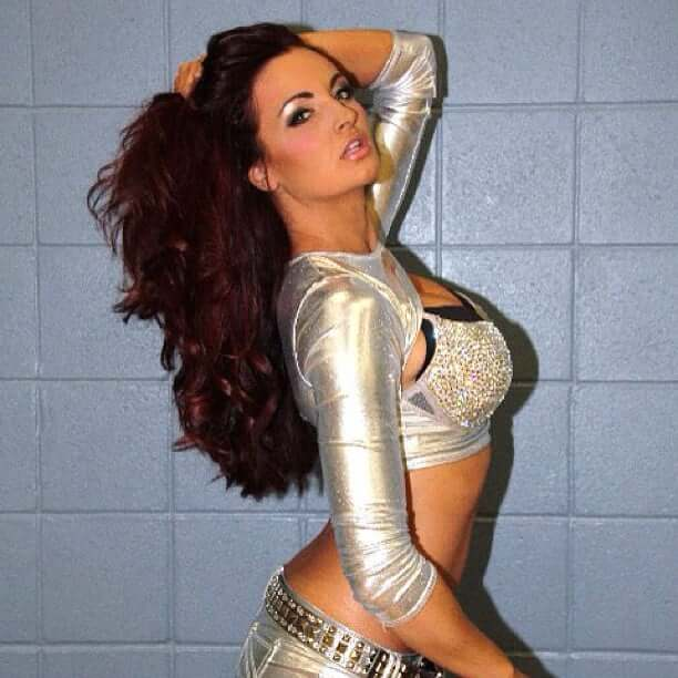 Maria Kanellis sexy side look pic