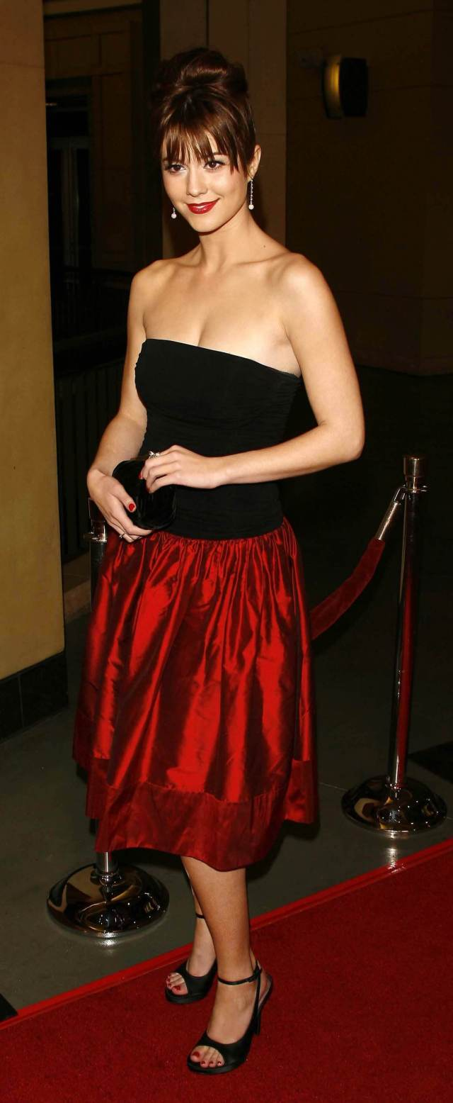 Mary Elizabeth Winstead cleavage awesome