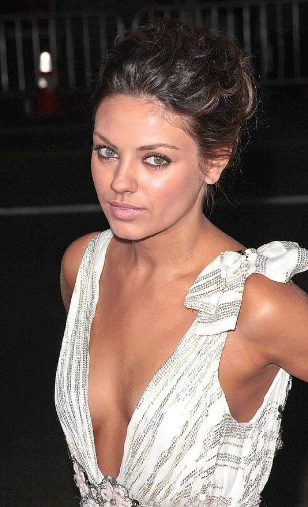 Mila Kunis sexy cleavage