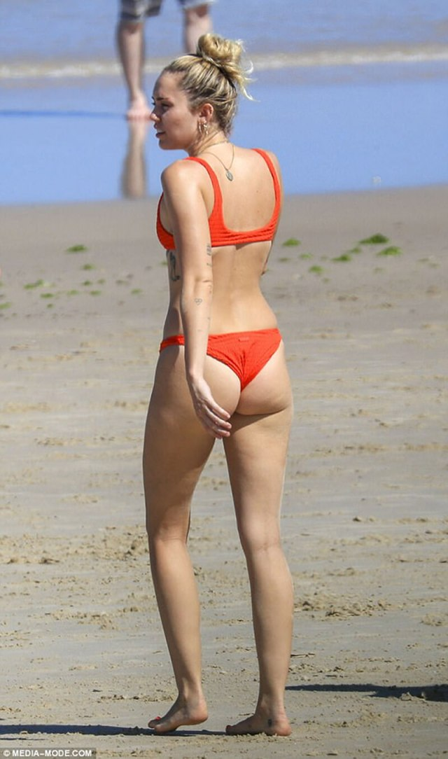 Miley Cyrus hot butts (2)