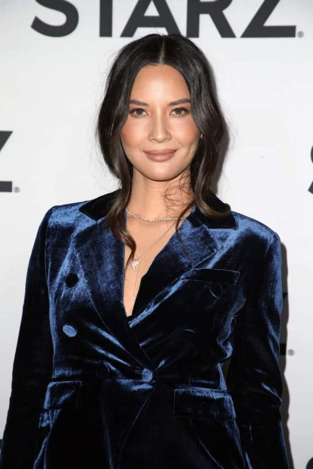 Olivia Munn sexy hot boobs (3)