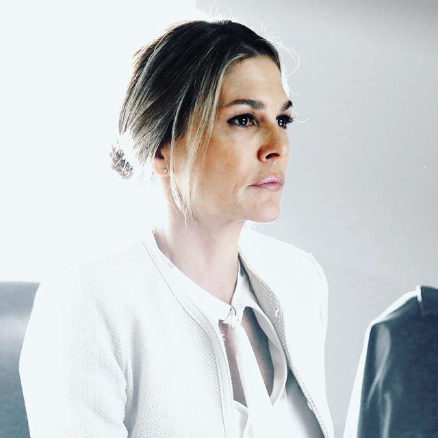 Paige Turco white dress pic