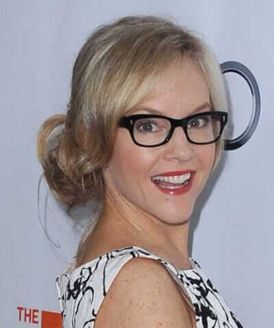 Rachael Harris hot side picture