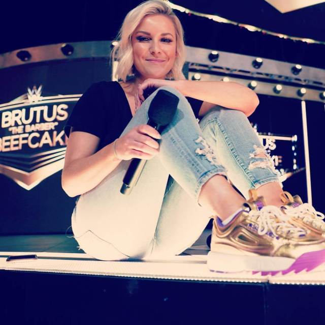 Renee Young butt hot (2)