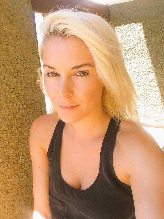 Renee-Young-hot-cleavage-photo