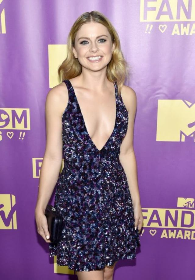 Rose McIver hot smile pic