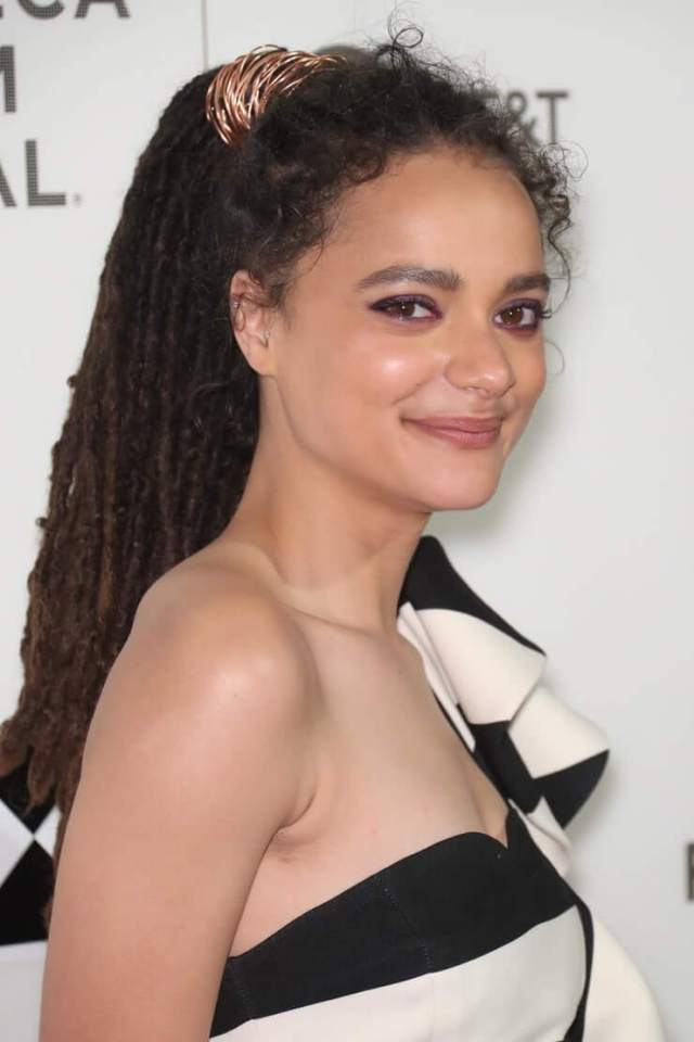 Sasha Lane hot dressup (3)