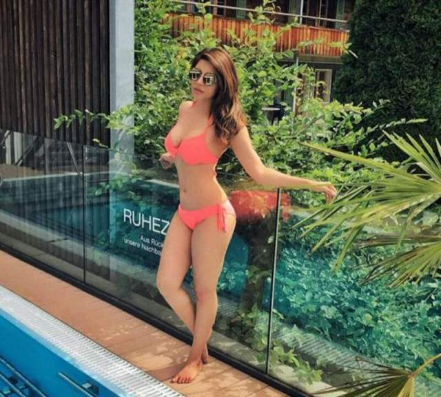 Shama Sikander sexy busty pictures