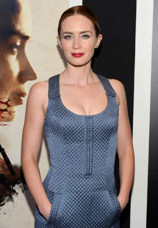 emily blunt sexy red lips