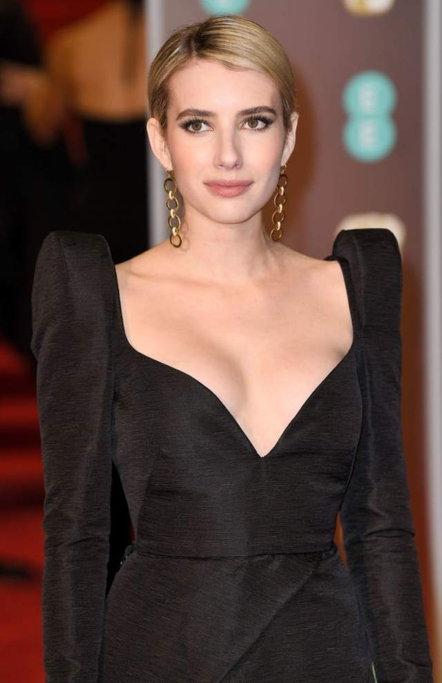emma roberts awesome side boobs