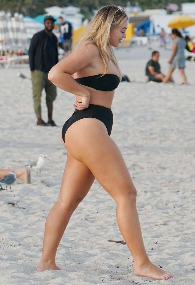 iskra lawrence hot tihgh