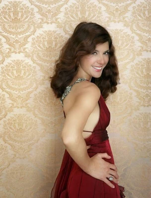 marisa tomei sexy cleavage pics (2)