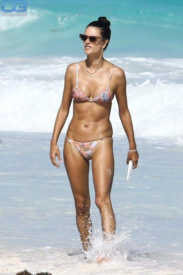 Alessandra Ambrosio hot bikini photo