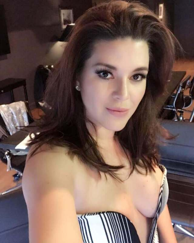Alicia Machado awesome pics (2)