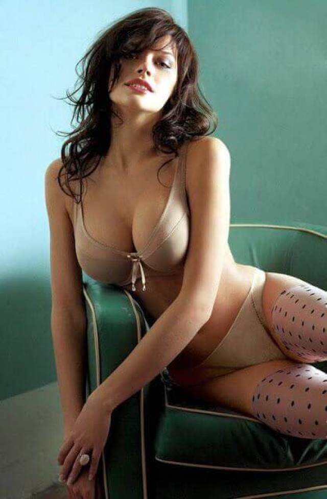 Anne Hathaway sexy boobs picture