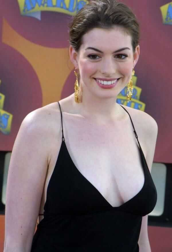 Anne Hathaway sexy busty pics (2)