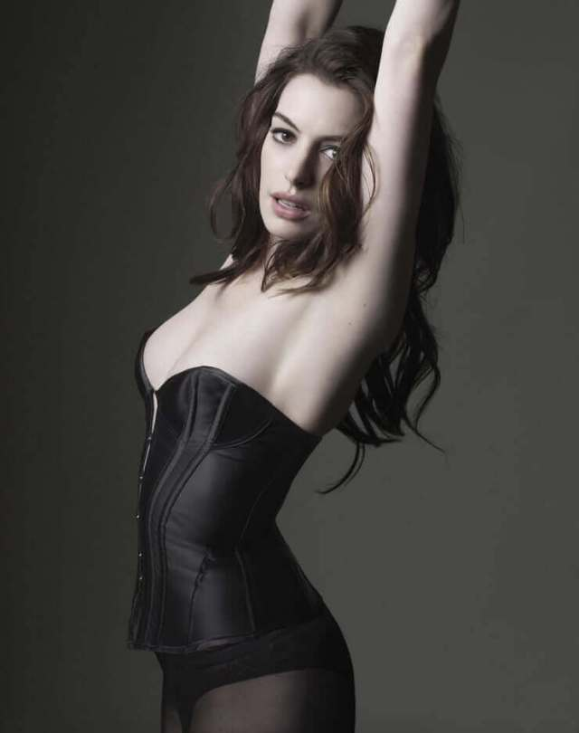 Anne Hathaway sexy side pictures