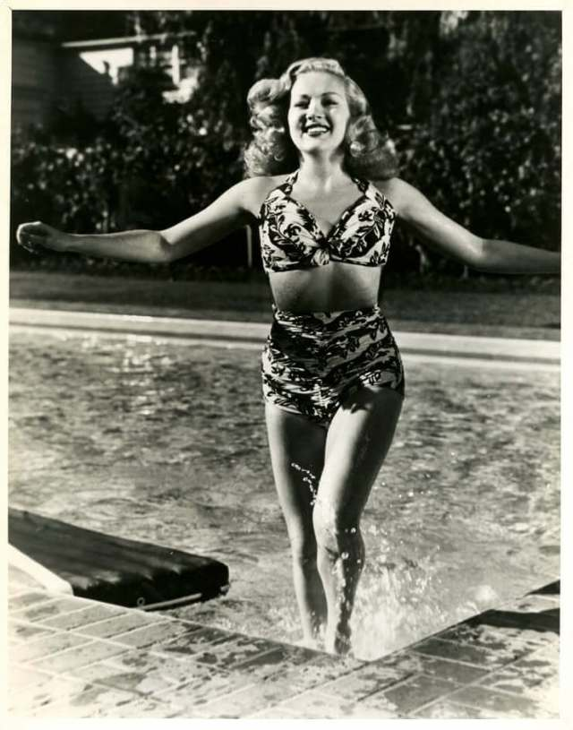 Betty Grable thighs hot pic (2)