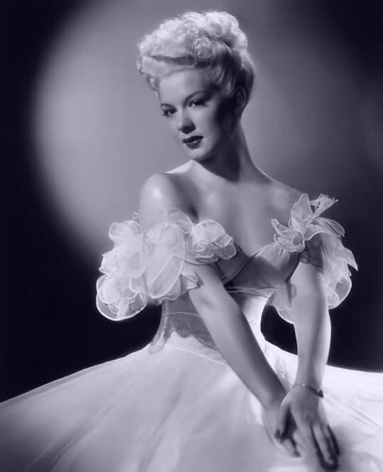 Betty Hutton sexy cleavage pictures
