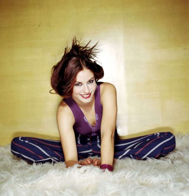 Chyler-Leigh hot cleavage (2)