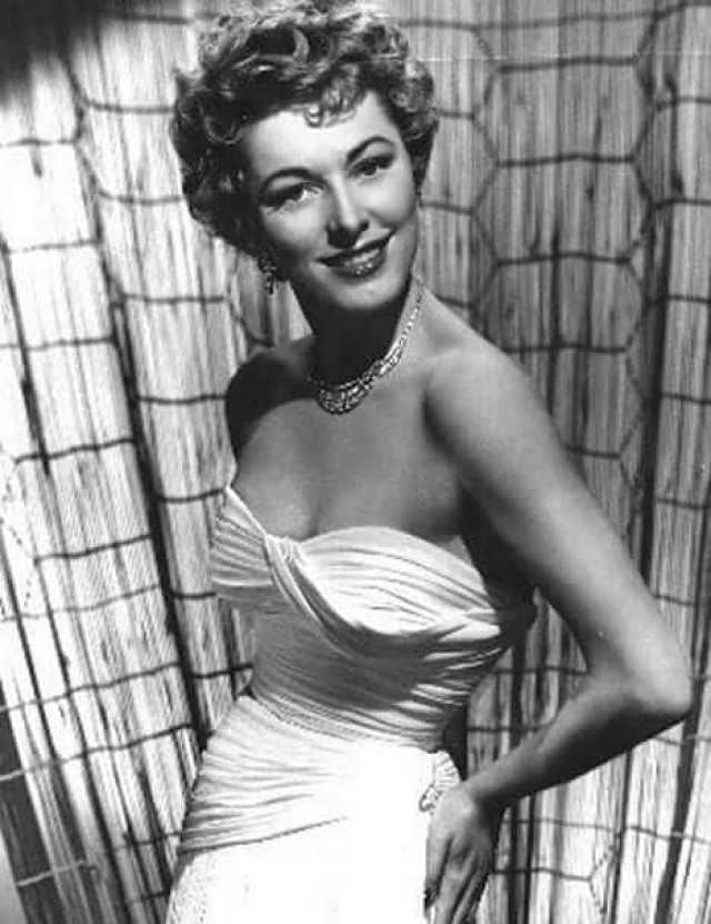 Eleanor Parker hot cleavage pics (1)